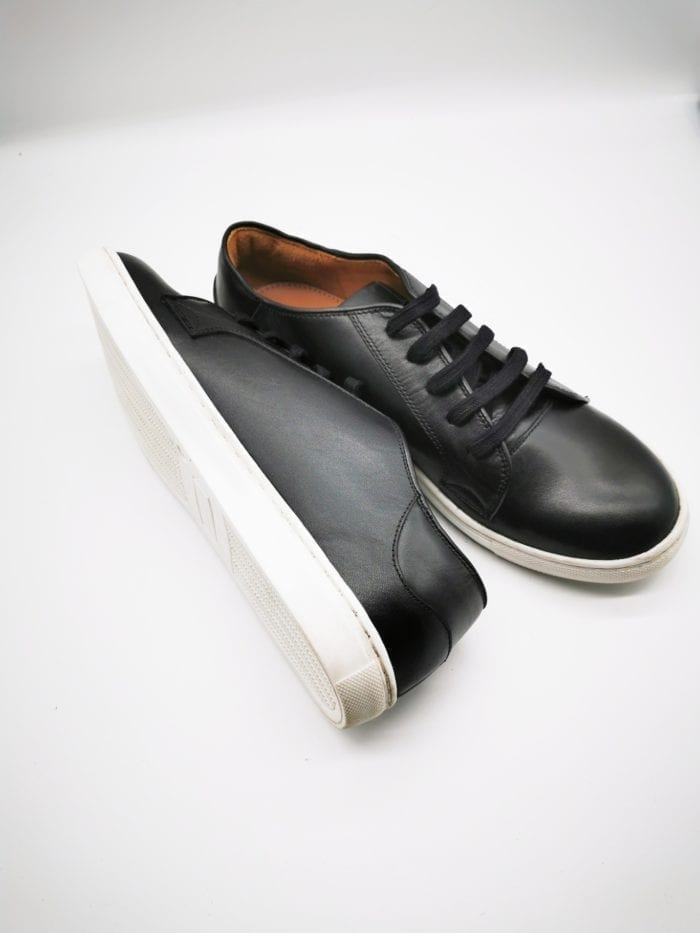 Black leather trainer with leather lining